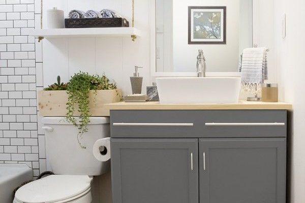 Small Bathroom Design & Self-Storage Ideas