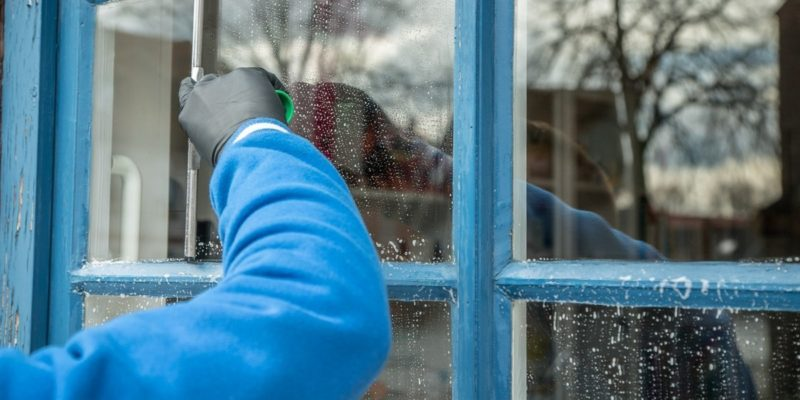 Saving Money and Time with Window Cleaning
