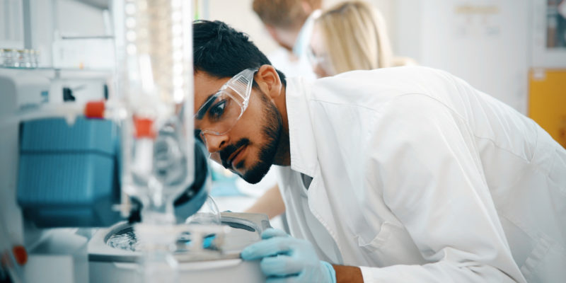 Do You Want a Medical Lab Job? This is What You Should Know