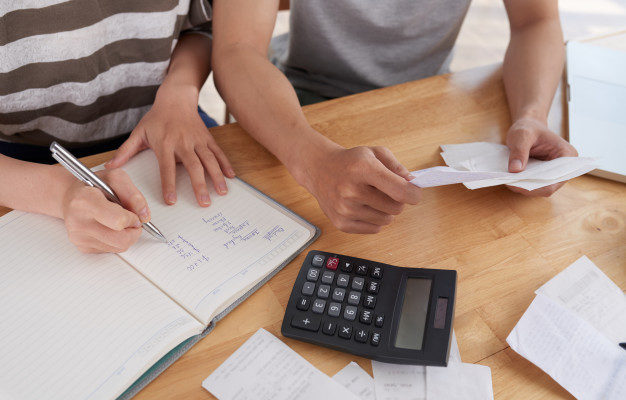 5 Smart Ways to Save Money While Paying Off Your Debts